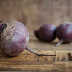 Whole fresh Beets – per lb